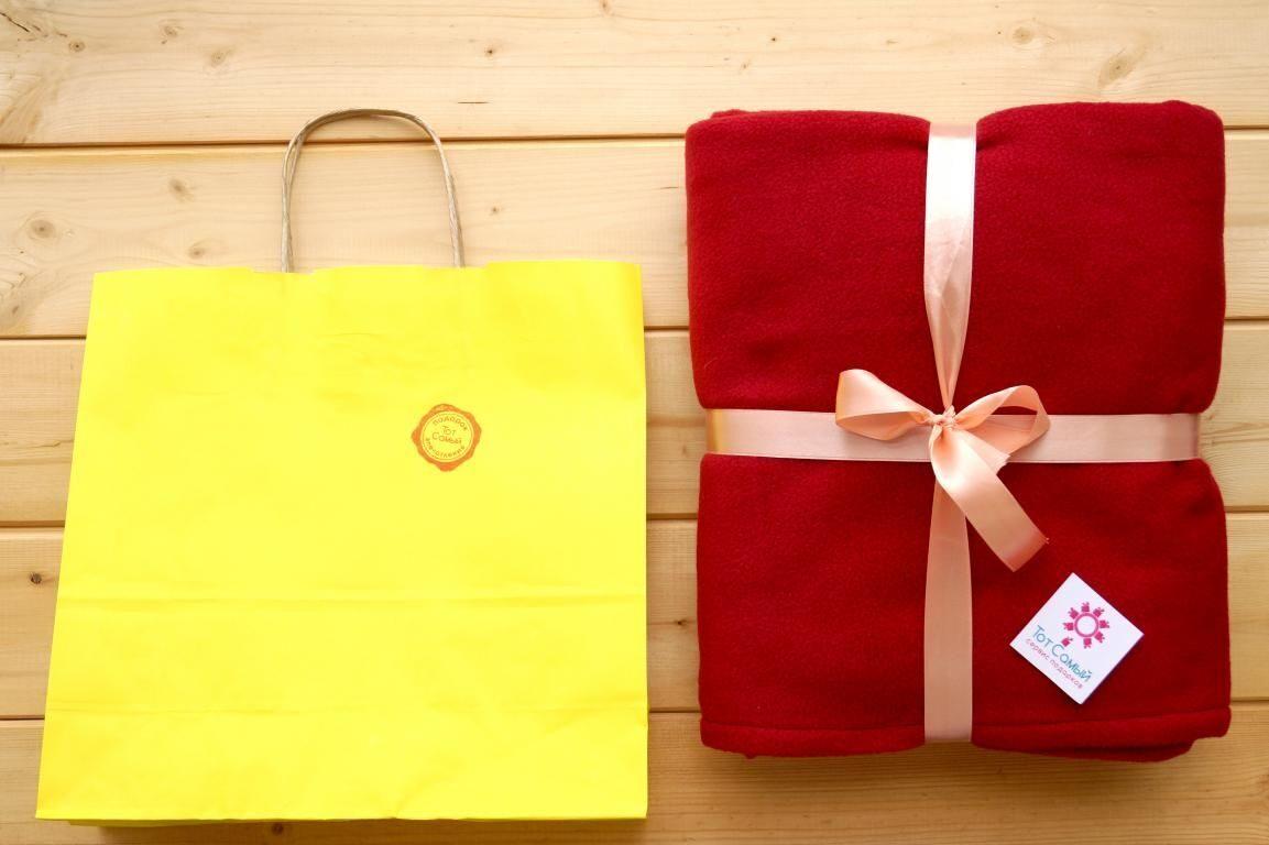 Упаковка пледа в подарок